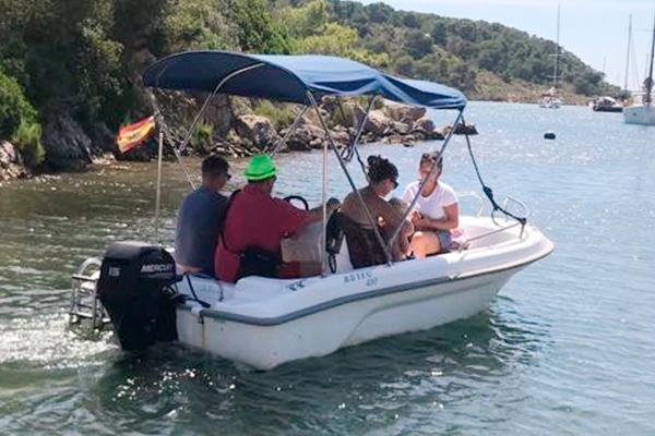 Alquiler embarcación Puerto Addaia