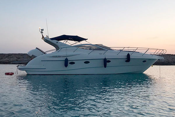 Alquiler de embarcaciones con patrón Puerto Addaia